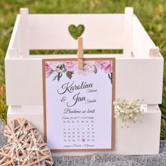 Svatební oznámení podlepené kraftovým papírem