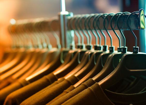 closet-clothes-clothes-rack-102129.jpg