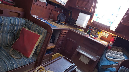 Starboard settee.jpg