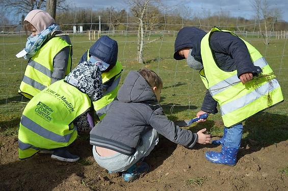 Plantations sur le Domaine par les enfants