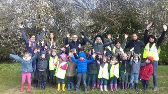 Initiation à la plantatio d'enfants d'écoles primaires