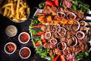 Отметить самый мужественный день в году приглашают в сети ливанских кафе-баров «Кампус»!