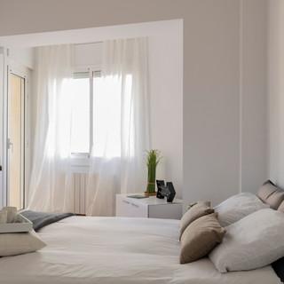 Calma, blanco y lleno de luz, Castelldefels