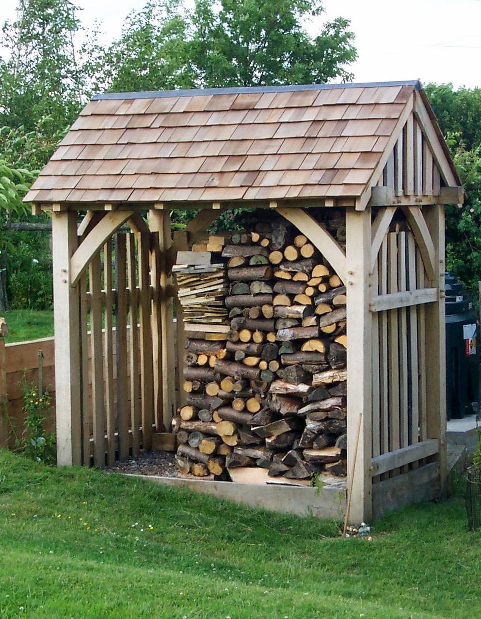 Log sheds built to size