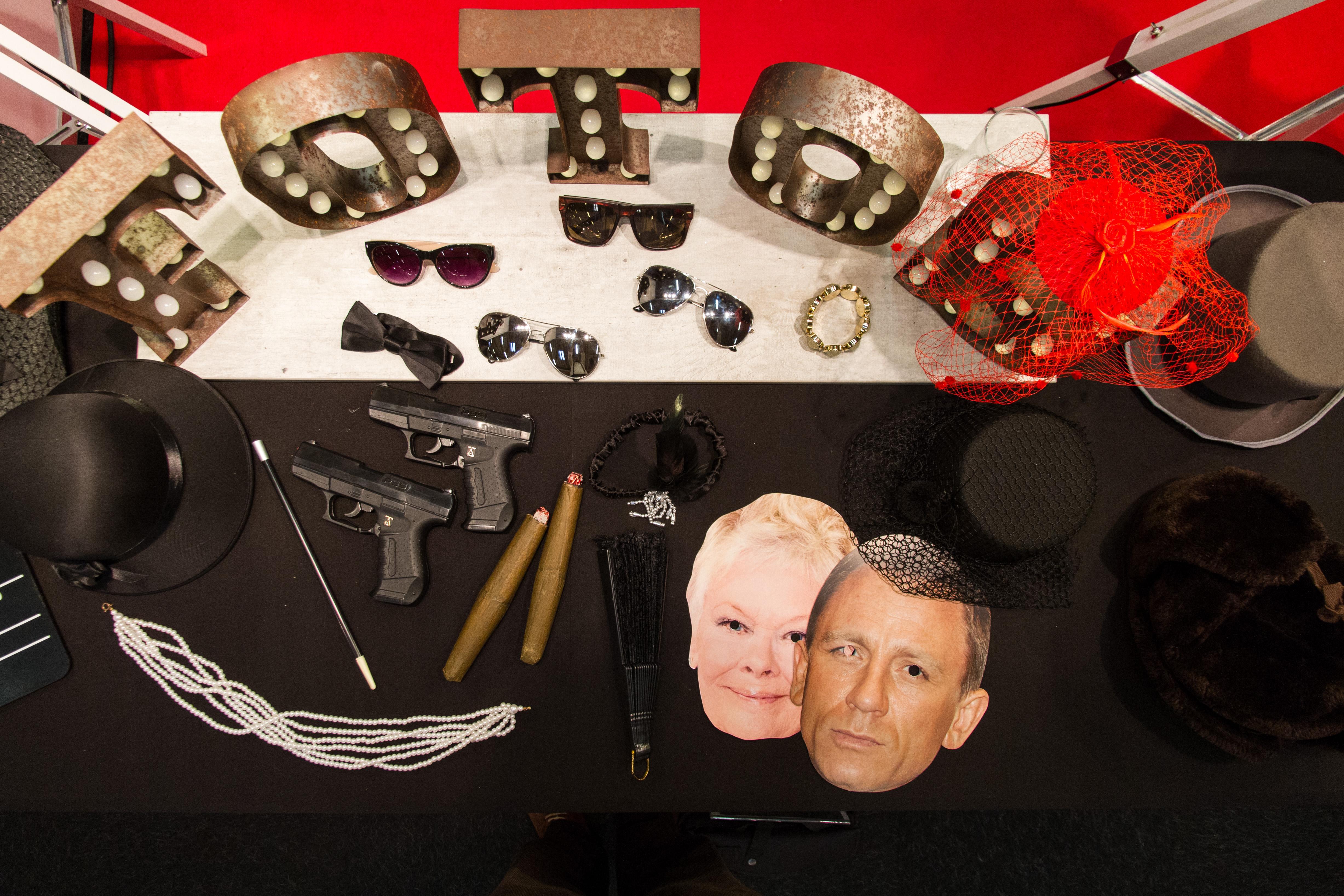 Bond, Accessoires