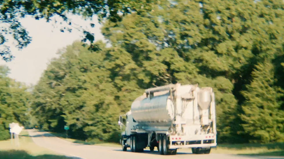 TRuck full of shit.png
