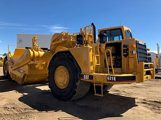 1999 CAT 631E Scraper - Front Left.jpg