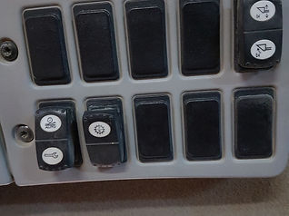 2007 CAT 980H - Switches.jpg