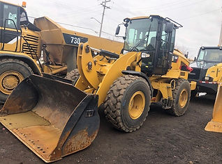 2014 CAT 924K - Front Right.jpg