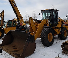 2015 CAT 938K - Front Right.jpg