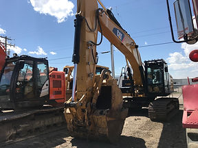 2012 CAT 329EL - Front Right.jpg