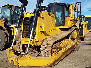 2015 CAT D8T - Front Right.jpg