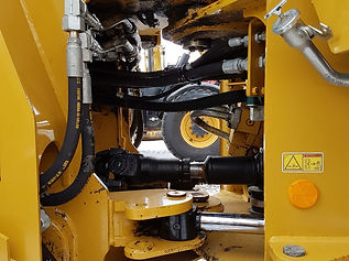 2015 CAT 938K - hoses 2.jpg