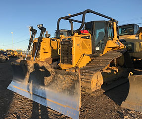 2014 CAT D6N LGP - Front Right.jpg