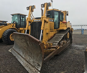 2007 CAT D7R XR - Front Right.jpg