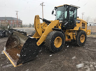 2013 CAT 930K - Front Right.jpg