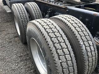 2013 CAT CT660 Day Cab - back left tires