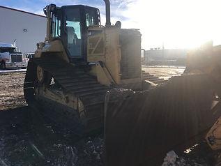 2015 CAT D6N LGP - Front Left.jpg