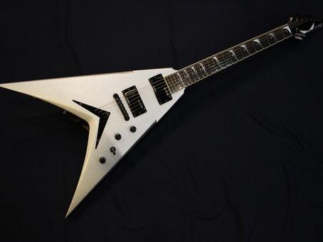 【川越のT.S.G.楽器店】面白いギターも続々入荷中