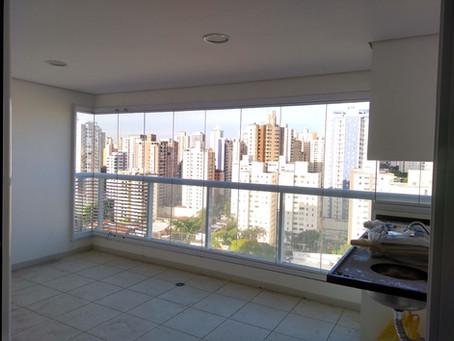 Como deixar a cozinha mais moderna com janelas de vidro?