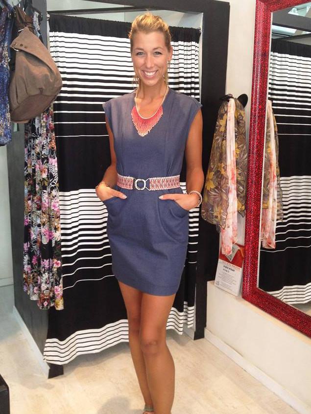 שמלת ג'ינס עם גב פתוח