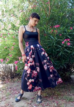 חצאית קפלים פרחונית - רקפות