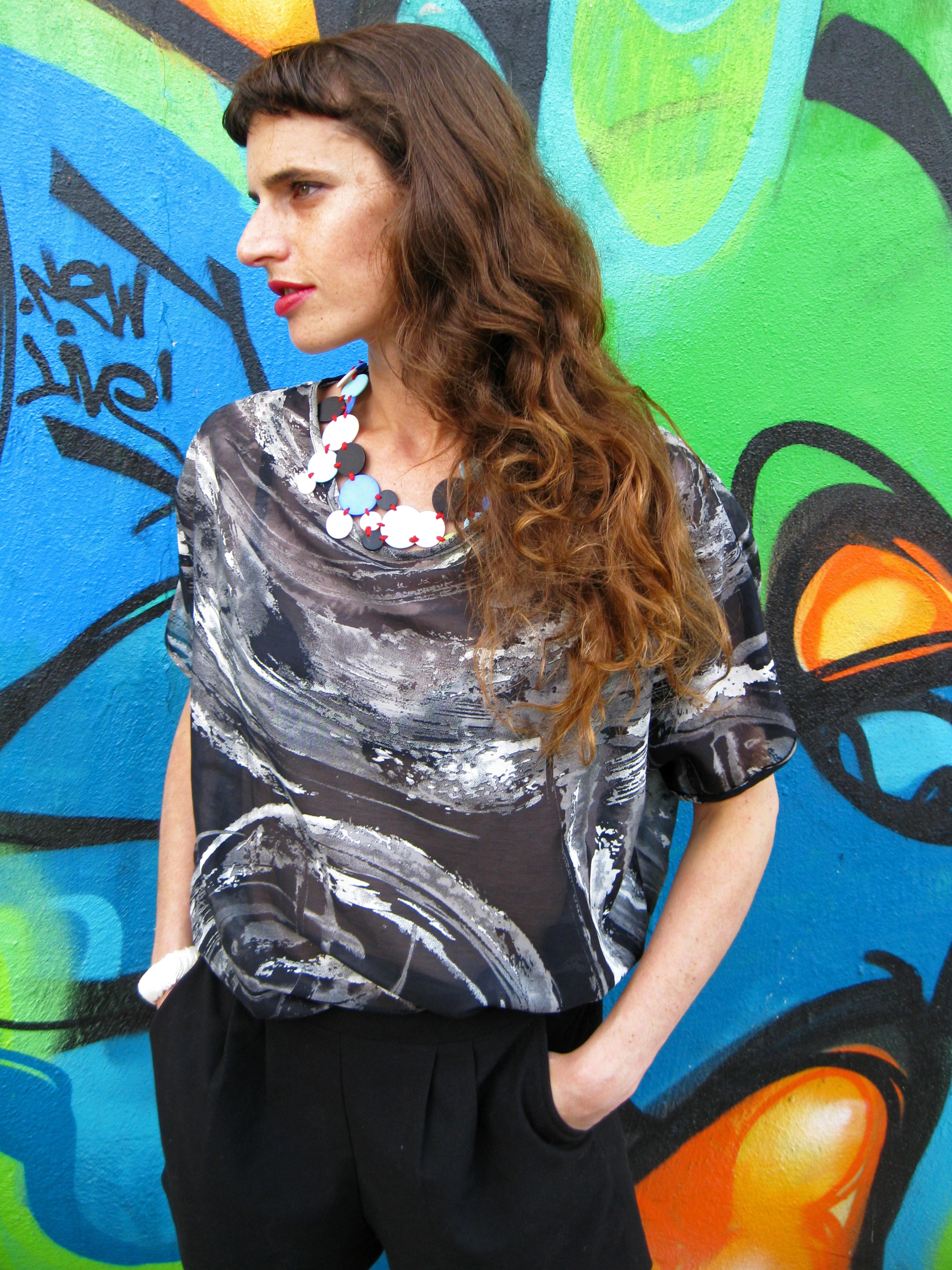 חולצת מאיה גרפיטי