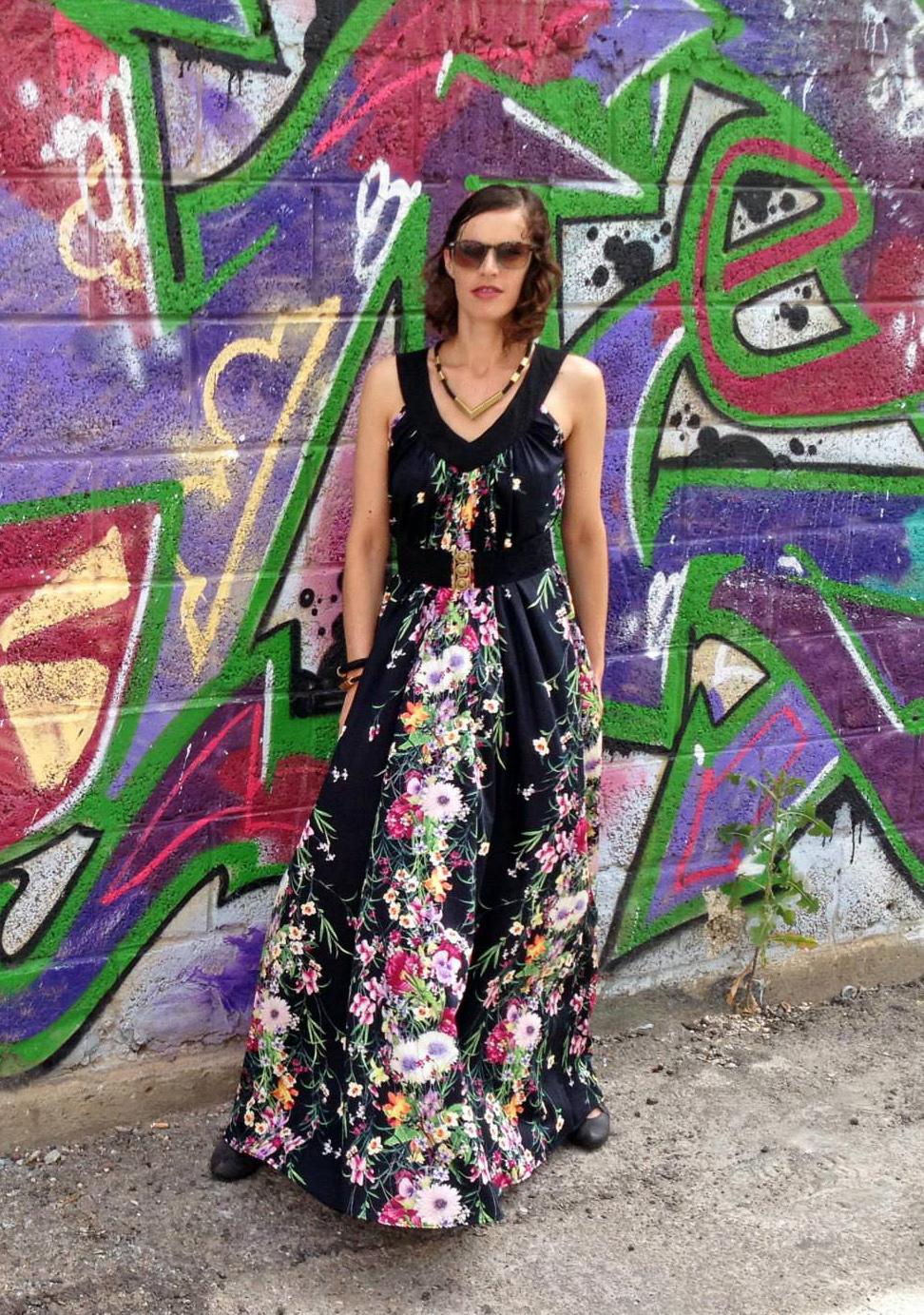 שמלת עלמה פרחונית שחורה