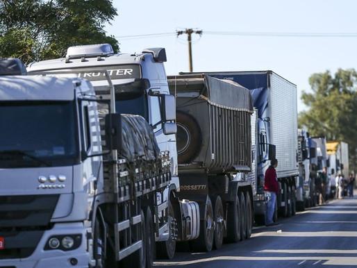 Alta do diesel surpreende caminhoneiros e líder do CNTRC garante que terá greve