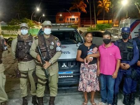 Bebê engasgado com leite é salvo por policiais militares