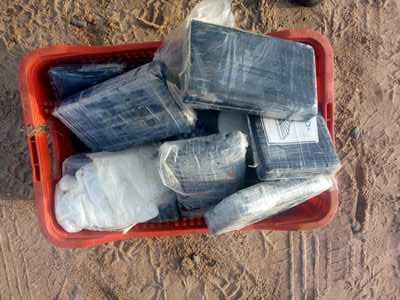 Mais 27 kg de pasta base de cocaína achados em praia da Bahia