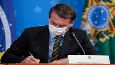 Bolsonaro veta parte do perdão a dívidas de igrejas, mas sugere derrubada