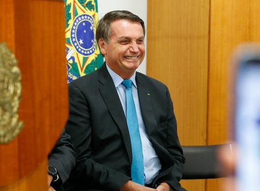Bolsonaro sanciona lei que permite obras públicas de até R$ 100 mil sem licitação durante pandemia