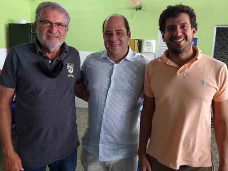Vereador eleito Renato Brandão recebe os parabéns de uma das referências do PL, em Salvador