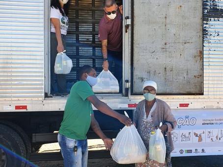 PM distribui alimentos e kits de limpeza em Vitória da Conquista