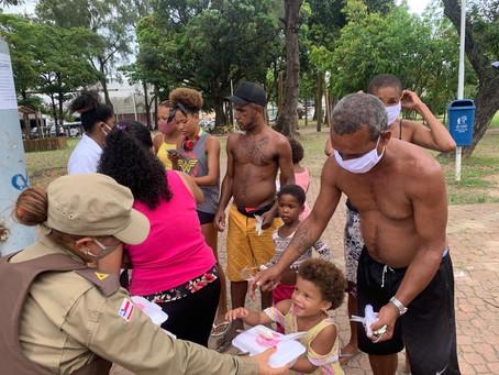 17ª CIPM distribui 200 quentinhas para moradores de rua