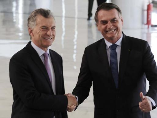 Ao lado de Macri, Bolsonaro pede 'responsabilidade' e 'razão' a eleitores argentinos.