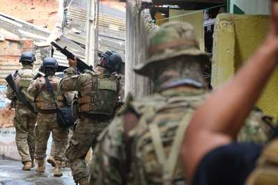 Seis reféns liberados e dois traficantes presos na Santa Cruz