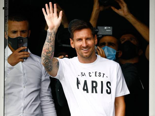 Em Paris, Messi já saúda torcida e será oficializado pelo PSG