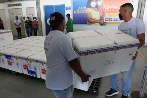 Bahia receberá 500 mil doses de vacinas contra Covid-19 na quinta-feira