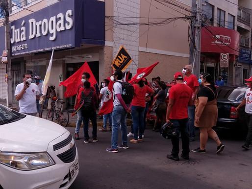 Manifestantes petistas realizam movimento no Centro de Juazeiro