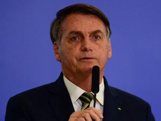 Bolsonaro pressiona por voto impresso, ataca Barroso e sugere resultado 'suspeito' em urnas