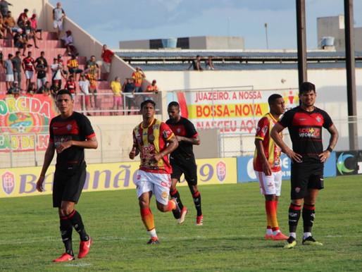 Juazeirense desperdiça pênalti e fica no empate com o Vitória.