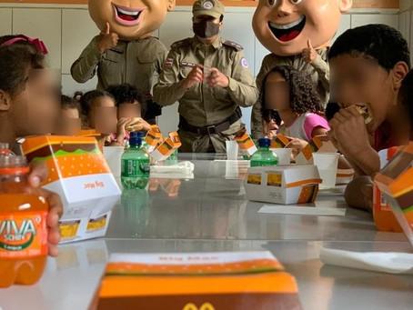 PM faz a alegria da criançada de Conquista com Big Mac's
