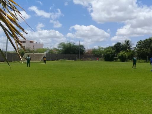 Manhã de sol, Carnaval e futebol.