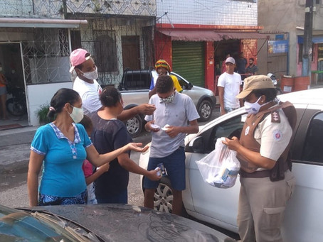PM distribui máscaras para moradores de Sussuarana