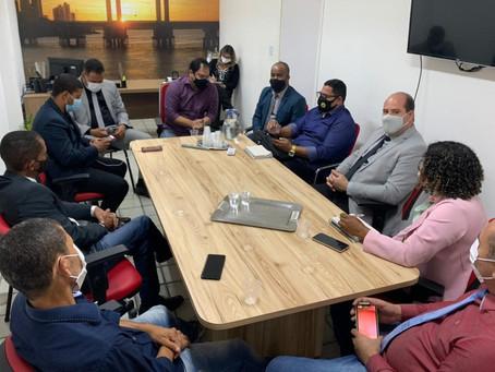 Comissão de vereadores se reúne com secretário de saúde de Juazeiro