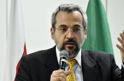 MPF processa Weintraub por declaração que universidade só faz balbúrdia.