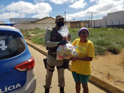 Cem cestas básicas são entregues pela BCS de Conquista