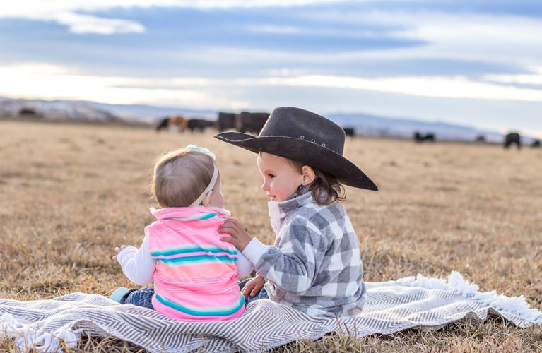 h-lazy-p-cows-Bodie-Macie-family (1 of 1